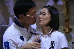 Dr. and Mrs. Leonardo and Jocelyn Lu during the short celebration after their Renewal of Marriage Vows in a souvenir shop (courtesy of Rence Galbo)