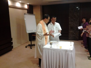 Fr. Roming Subaldo presiding the Mass in Grand Belle Vue Hotel, Dubai