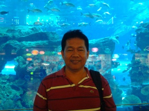 Fr. Estong, at Dubai Aquararium-Dubai Mall