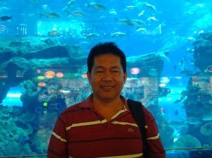 Fr. Estong, at Dubai Aquararium-Dubai Mall