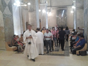 663 co-pilgrims took communion at crusader church