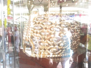 World's big gold ring found in a Dubai market